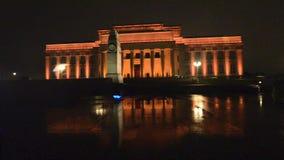 Museu do memorial de guerra de Auckland na noite video estoque