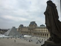 Museu Du Louvre, Paris, França imagens de stock