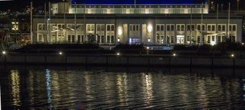 Museu na noite Fotografia de Stock Royalty Free