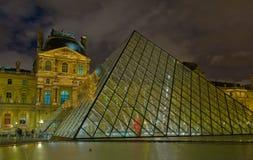 Museu na noite, Paris da grelha Foto de Stock Royalty Free