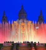 Museu Nacional d'Art de Catalunya和在黄昏的不可思议的喷泉,巴塞罗那,西班牙 免版税库存照片