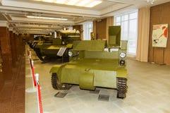 Museu retro da história militar da exibição do veículo blindado do combate, Ekaterinburg, Rússia, 05 03 2016 anos Imagem de Stock Royalty Free