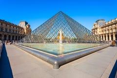Museum av Louvre i Paris arkivfoto