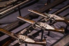 Museum des Poldis Pezzoli adelt ` Hall mit Proben von mittelalterlichen Waffen und von Munition Stockfoto