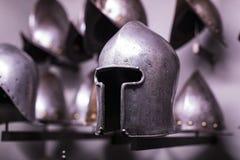 Museum des Poldis Pezzoli adelt ` Hall mit Proben von mittelalterlichen Waffen und von Munition Stockbilder