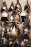 Museum des Poldis Pezzoli adelt ` Hall mit Proben von mittelalterlichen Waffen und von Munition Lizenzfreie Stockfotografie