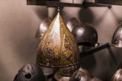 Museum des Poldis Pezzoli adelt ` Hall mit Proben von mittelalterlichen Waffen und von Munition Stockfotos