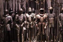 Museum des Poldis Pezzoli adelt ` Hall mit Proben von mittelalterlichen Waffen und von Munition Lizenzfreies Stockfoto