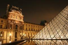 Museum du Louvre in de nacht Royalty-vrije Stock Fotografie
