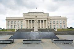 Museum f?r Auckland krigminnesm?rke royaltyfri bild