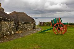 museum met oude hutten en karren Stock Afbeeldingen