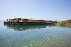Museum på vattnet på sjön Ohrid i Makedonien Arkivfoton