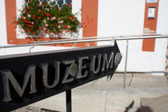A museum sign post Stock Photo