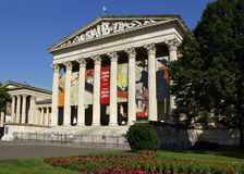 Museum von schönen Künsten im Quadrat der Helden, Budapest lizenzfreies stockbild