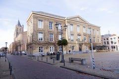 Museum in vroeger oud stadhuis in centrum van Nederlandse stad gorinchem stock foto's