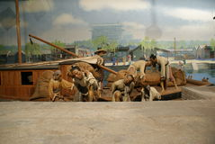 museumportvakter lastar av skyttelwaxen arkivbilder