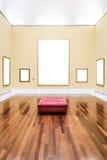 Museums-Innenraum mit fünf leeren Feldern Lizenzfreie Stockbilder