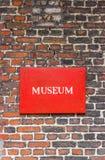Museumtecken på tegelsten Royaltyfria Bilder