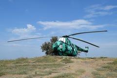 Museumutställning av stridhelikoptrar Militär kulle Temryuk Arkivbild