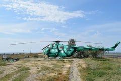Museumutställning av stridhelikoptrar Militär kulle Temryuk Arkivfoton