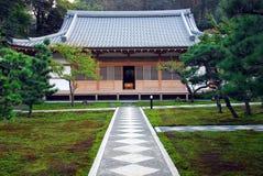 Musgo do trajeto do templo da simetria Fotografia de Stock Royalty Free