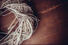 Musgo e grinaldas de madeira Fotos de Stock Royalty Free
