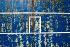 Musgo en una pared azul vieja Fotos de archivo