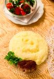 Mushed Kartoffel mit Kotelett lizenzfreies stockfoto