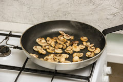 Mushrooms in frying pan Stock Photography