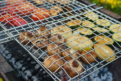 Mushrooms and vegetables grilling in gridiron Royalty Free Stock Photos