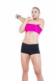 Musica d'allungamento e d'ascolto dell'atleta femminile Fotografia Stock Libera da Diritti
