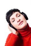 Musica d'ascolto dalle cuffie Fotografie Stock