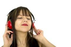 Musica d'ascolto dell'adolescente fotografie stock libere da diritti