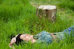 Musica d'ascolto della donna Fotografia Stock Libera da Diritti