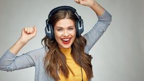 Musica d'ascolto della giovane donna di dancing Fotografia Stock