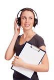 Musica d'ascolto della ragazza graziosa dell'allievo Fotografia Stock