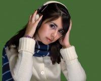 Musica d'ascolto delle giovani donne Immagine Stock Libera da Diritti