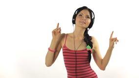Musica. Dancing della donna con le cuffie che ascoltano stock footage