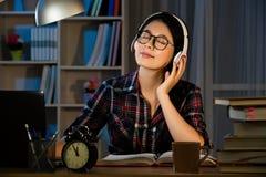 Musica di studio e d'ascolto dello studente Immagine Stock Libera da Diritti