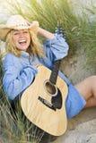 Musica felice nelle dune Immagini Stock Libere da Diritti