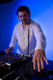 Musica mescolantesi del DJ. Fotografia Stock
