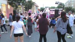 Musica popolare al festival all'aperto a giugno stock footage