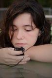 Musica teenager mp3 della ragazza Fotografia Stock Libera da Diritti