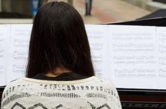 Musica in vostre mani Immagini Stock Libere da Diritti