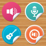Musical elements icon. Microphone, Sound speaker. Royalty Free Stock Photos