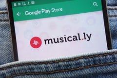 musical l'appli de la LY sur le site Web de Google Play Store montré sur le smartphone caché dans des jeans empochent images stock