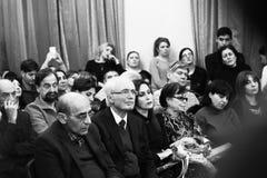 Musici die bij Aram Khachatryan-concertzaal presteren stock foto's