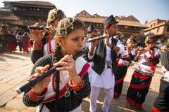 Musici tijdens het hoofd van de Verjaardagsviering van Newar-familie Stock Afbeelding