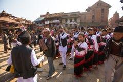 Musici tijdens het hoofd van de Verjaardagsviering van Newar-familie Stock Fotografie