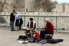 Musicians and lovers in old Jerusalem Royalty Free Stock Photos